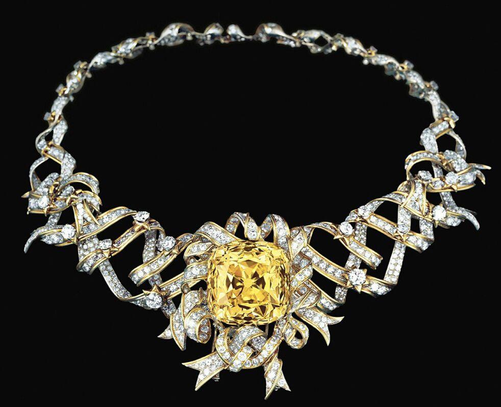 Le collier Ribbon dessiné par Jean Schlumberger et pavé du fameux Tiffany Diamond.