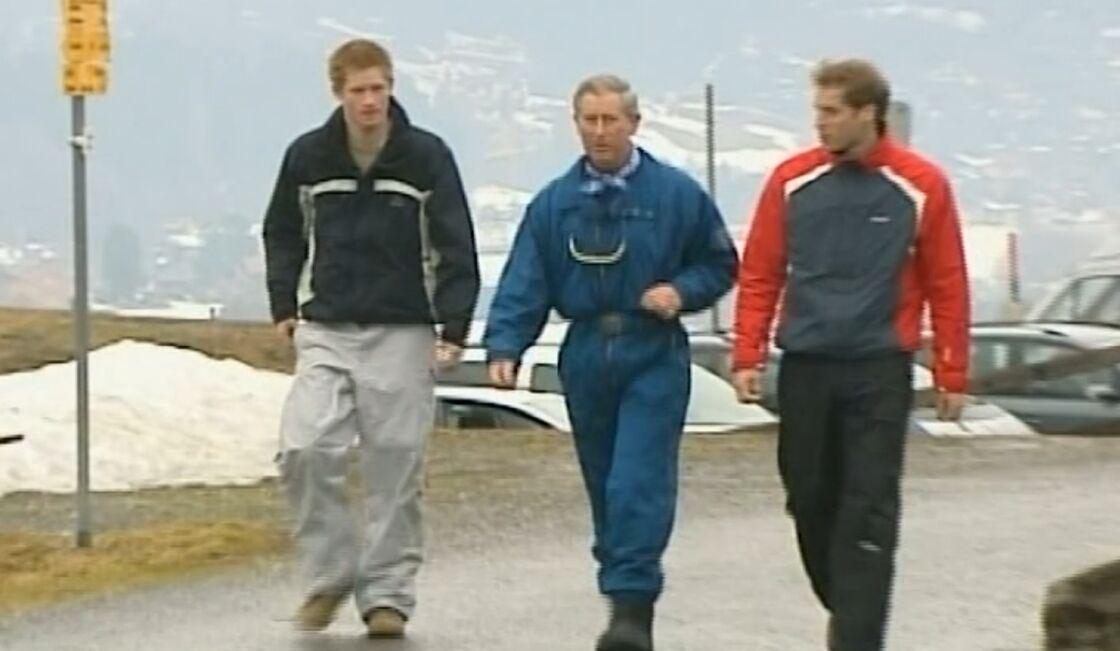 Charles et ses deux fils Harry et William, à la montagne