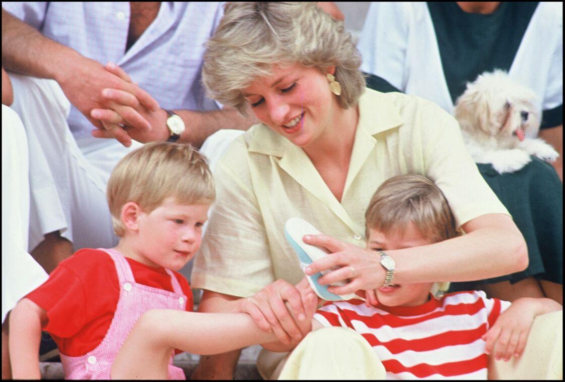 La princesse Lady Diana et les princes Harry et William à Palma de Majorque, en 1987.