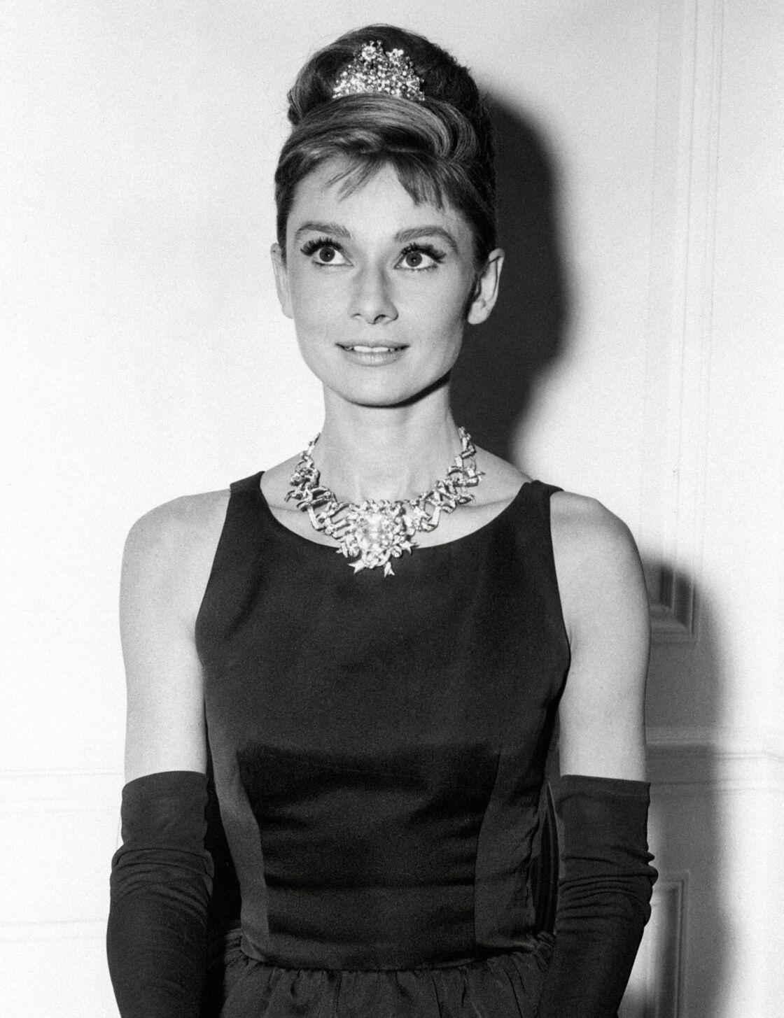 Si Audrey Hepbunr ne portera jamais de bijoux Tiffany & Co. pendant le film, elle sera une des seule à arborer le collier Ribbon pendant la promotion de ce dernier.