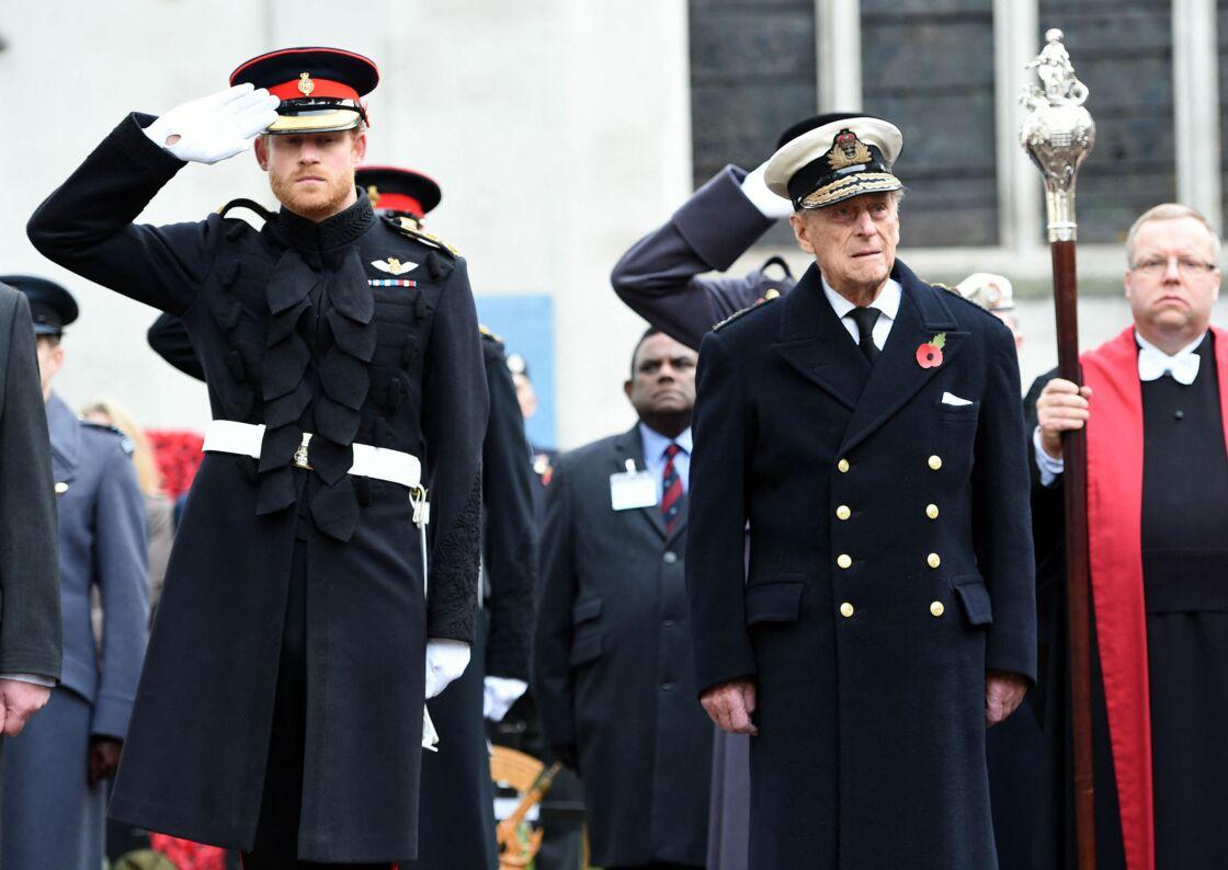 Le prince Harry et le prince Philip lors de la cérémonie du