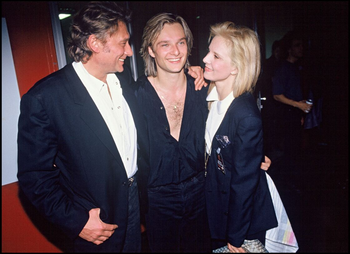 Johnny Hallyday et Sylvie Vartan entourant leur fils, David, le 9 mars 1991