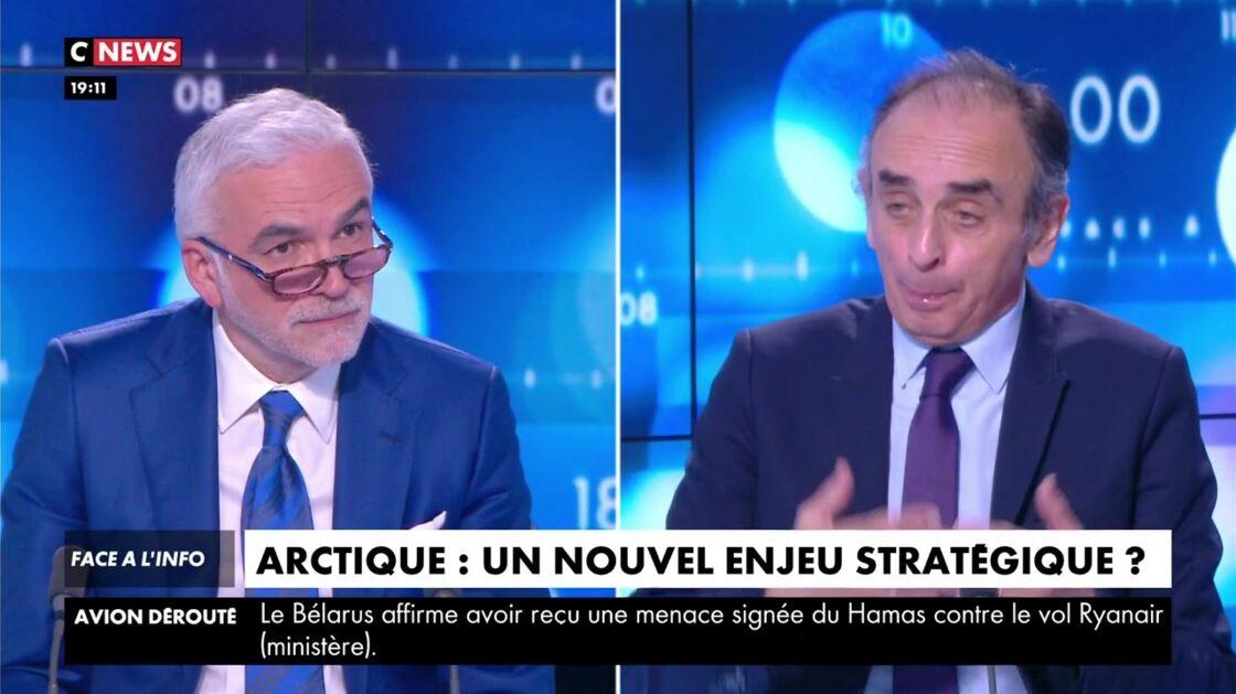 Pascal Praud anime Face à l'info, sur CNews le 24 mai 2021
