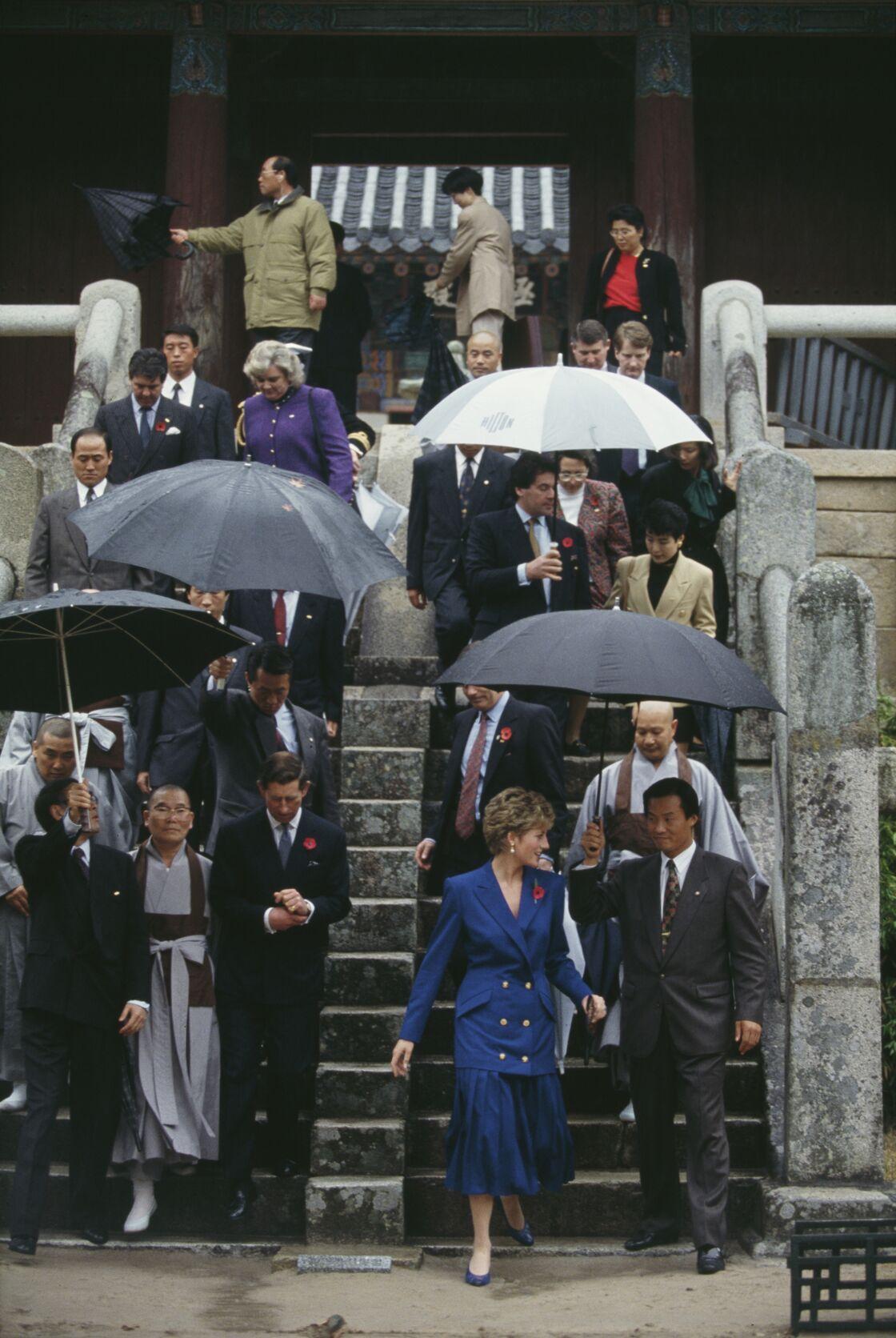 Lady Diana dans une tenue identique en Corée du sud en 1992