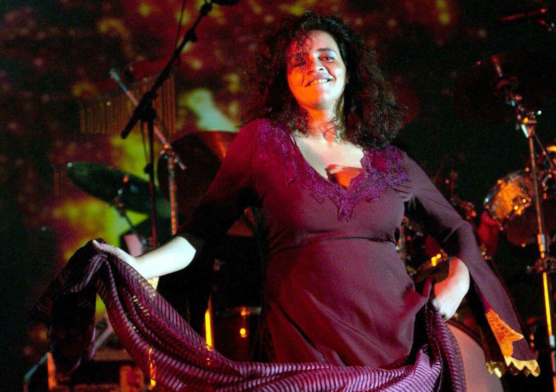Amina Annabi, sur scène, lors d'un concert en Espagne, en 2003.