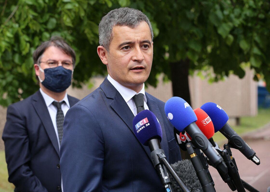 Gérald Darmanin, ministre de l'Intérieur, affirme sa volonté de lutter contre le trafic de drogue lors d'une visite au commissariat de Cergy Pontoise quelques jours après la mort du policier Eric Masson. Le 9 mai 2021.
