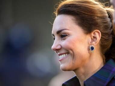 PHOTOS - Les boucles d'oreilles de Kate Middleton