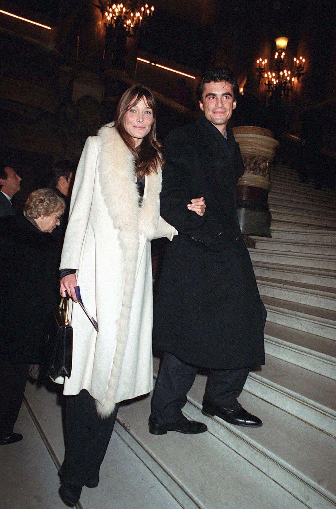 Raphaël Enthoven et Carla Bruni, à l'Opéra Garnier, en octobre 2002