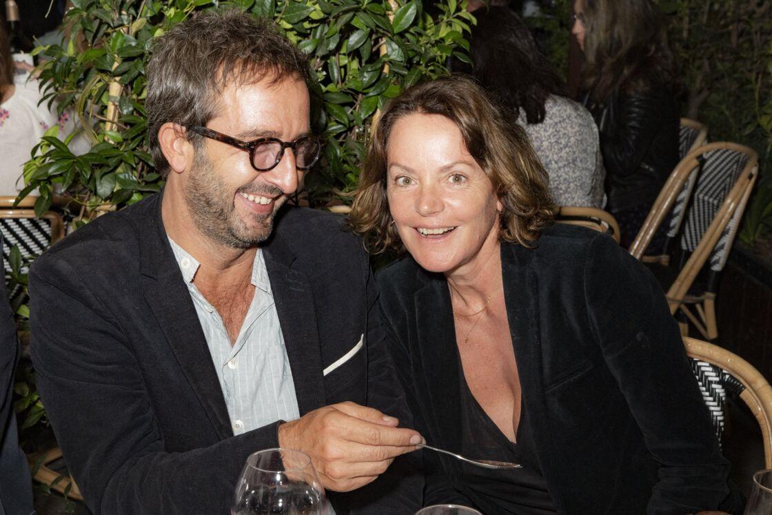 Cyrille Eldin et Cendrine Dominguez en couple lors de la soirée en hommage au personnel soignant de l'APHP (Assistance Publique - Hôpitaux de Paris) au restaurant