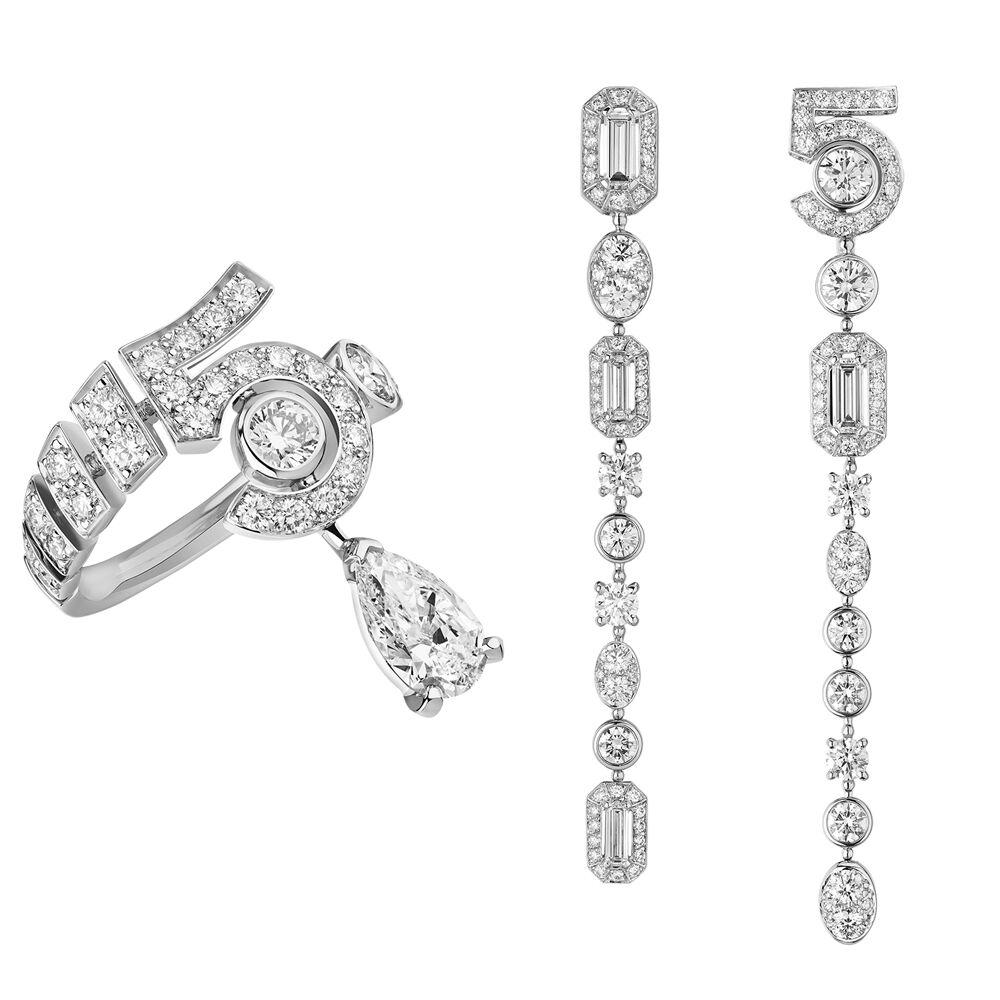 Bague N °5 Drop en or blanc et diamants. Boucles d'oreilles Graphic N °5 en or blanc et diamants.