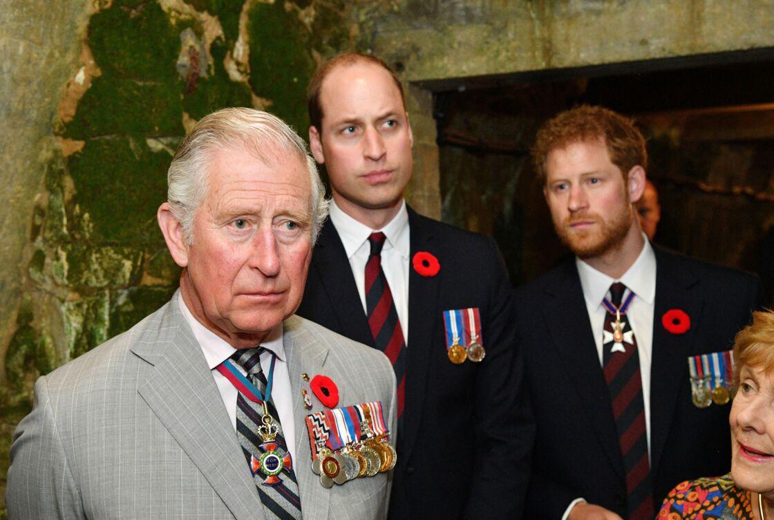 Le prince Harry aux côtés du prince Charles et du prince William en 2017.