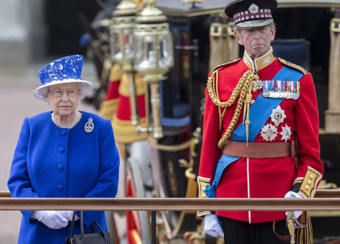 Elizabeth II et le duc de Kent lors du défilé en 2013