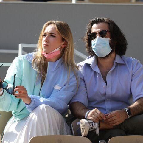 PHOTOS – Chloé Jouannet en total look preppy signé Lacoste à Roland Garros
