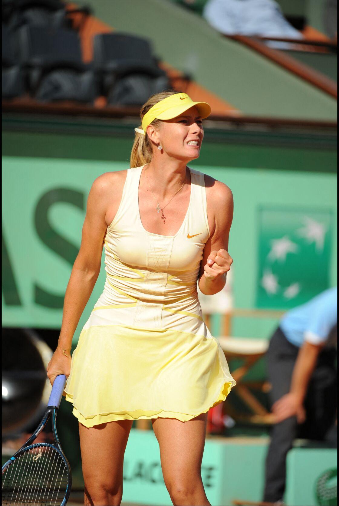 Maria Sharapova en total-look jaune poussin en 2011