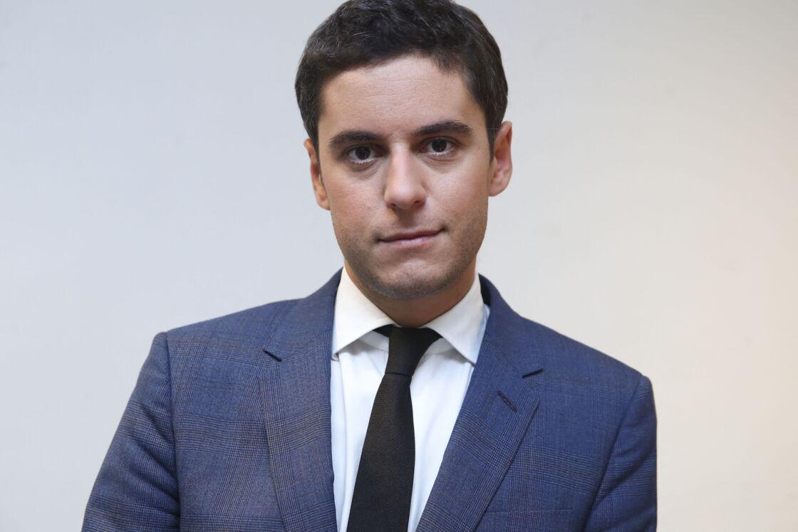 Gabriel Attal, secrétaire d'état auprès du ministre de l'éducation nationale et de la jeunesse sur le plateau de l'émission Politique à table sur LCP à Paris le 27 novembre 2019