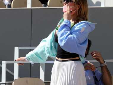 PHOTOS - Chloé Jouannet en total look Lacoste au tournoi de Roland Garros