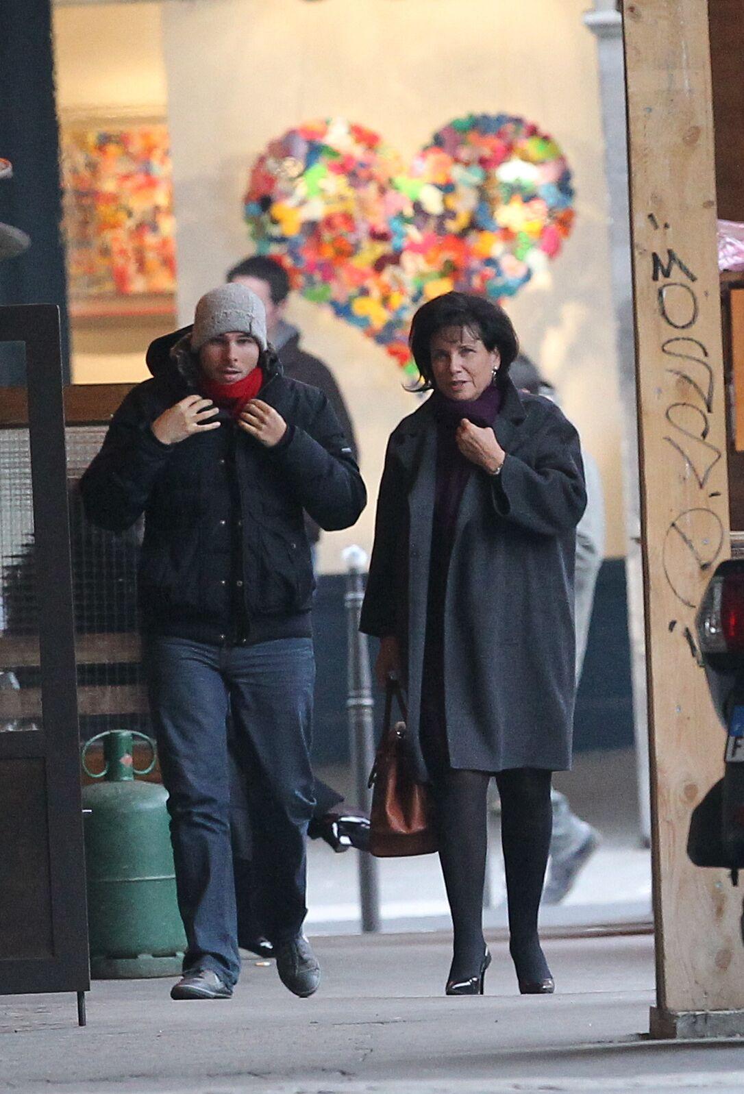 Anne Sinclair et son fils Élie le 16 novembre 2011 à Paris