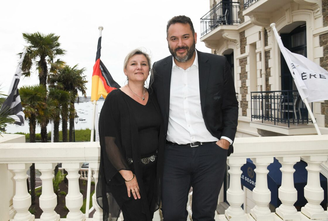 Bruce Toussaint et sa femme Catherine, lors de l'inauguration de l'hôtel Barrière Le Grand Hôtel Dinard, à Dinard, le 15 juin 2019.