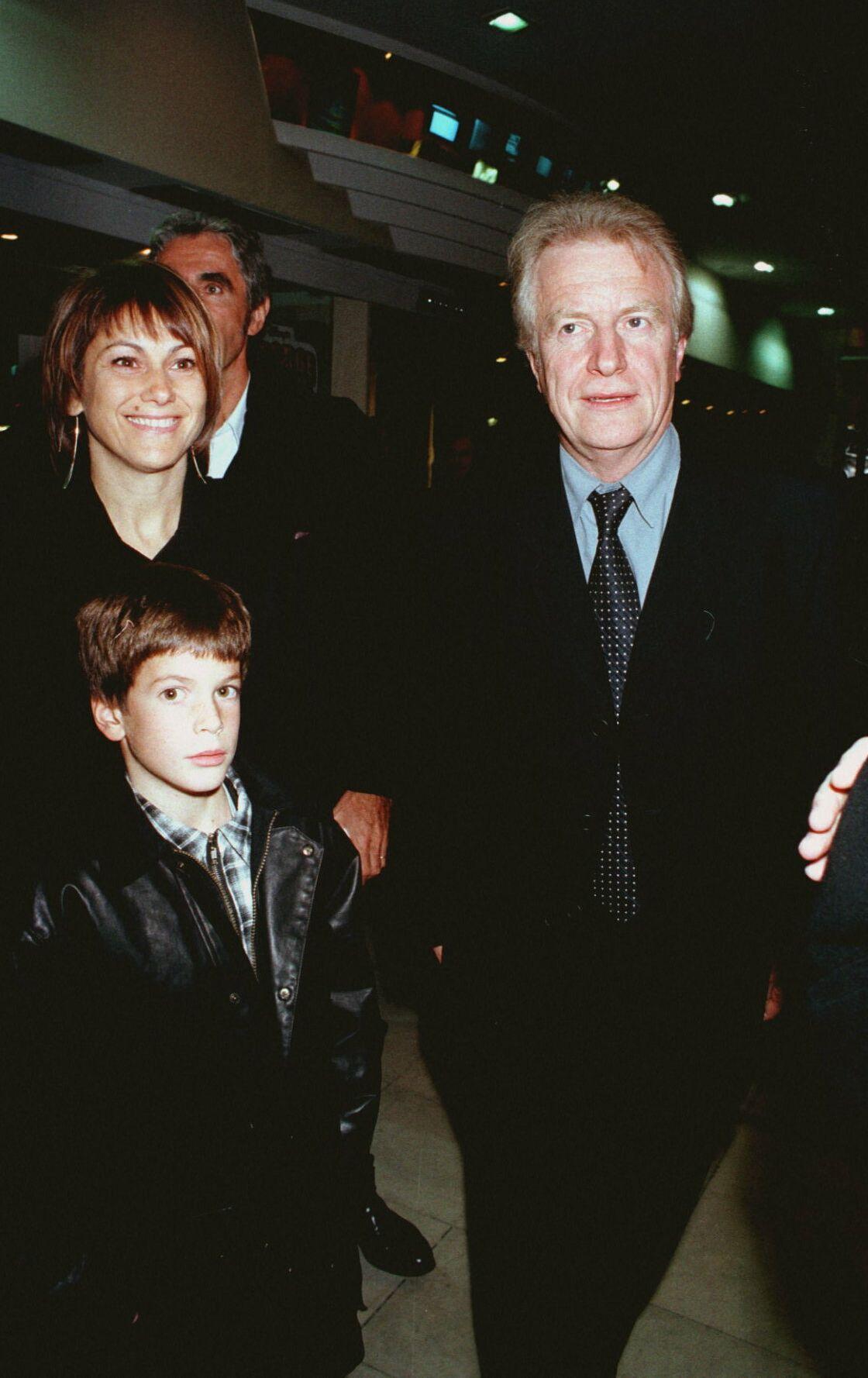 André Dussollier, sa femme Francesca Avossa et leur fils Léo Dussollier à l'avant-première de On connaît la chanson