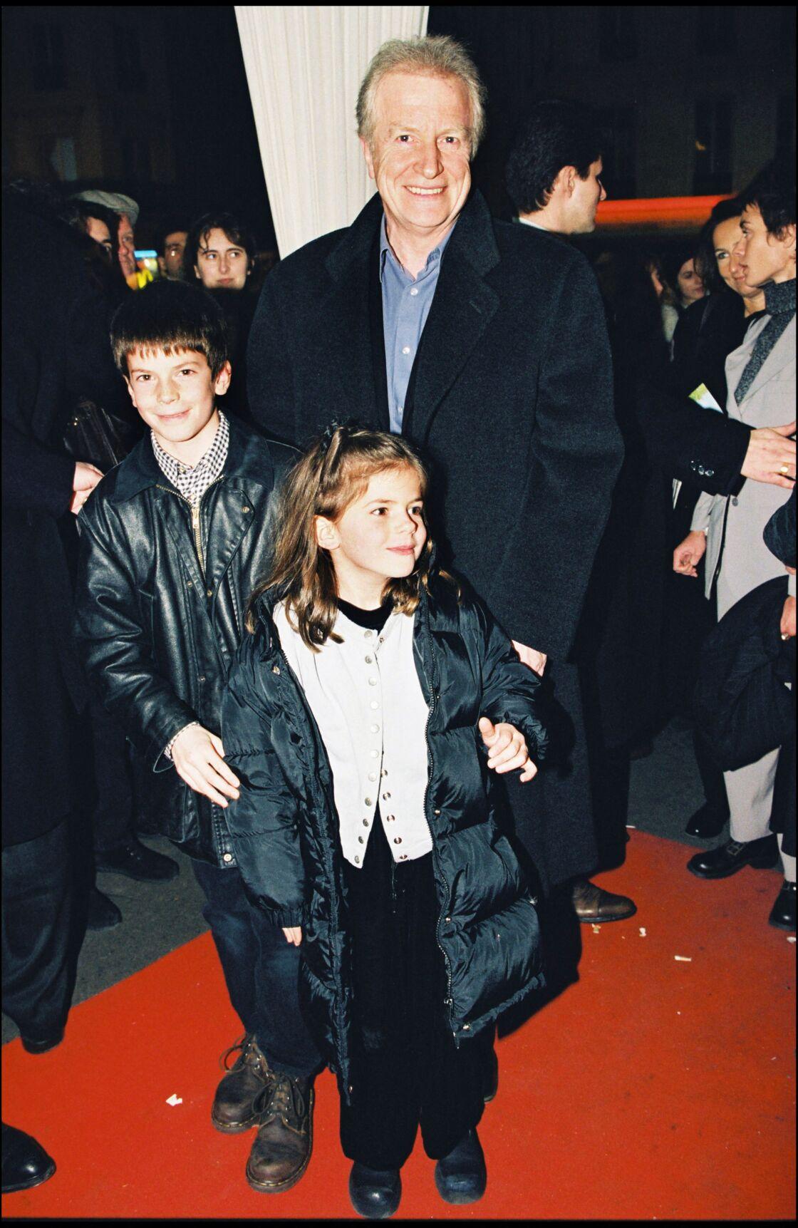 André Dussollier et ses enfants Léo et Giulia Dussollier à l'avant-première du film Astérix et Obélix à Paris, en 1999