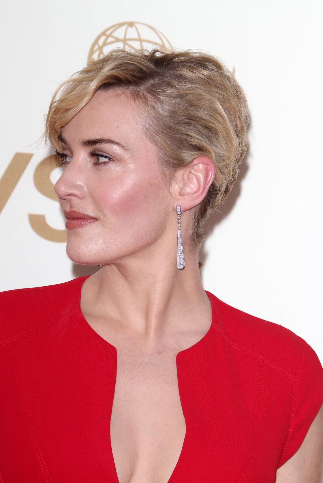 Kate Winslet adore les chignons en side-hair