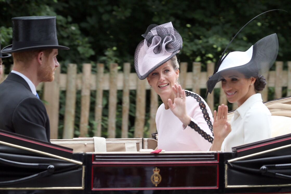 Le prince Harry, la comtesse Sophie de Wessex et Meghan Markle, duchesse de Sussex, à Ascot pour les courses hippiques, en juin 2018.