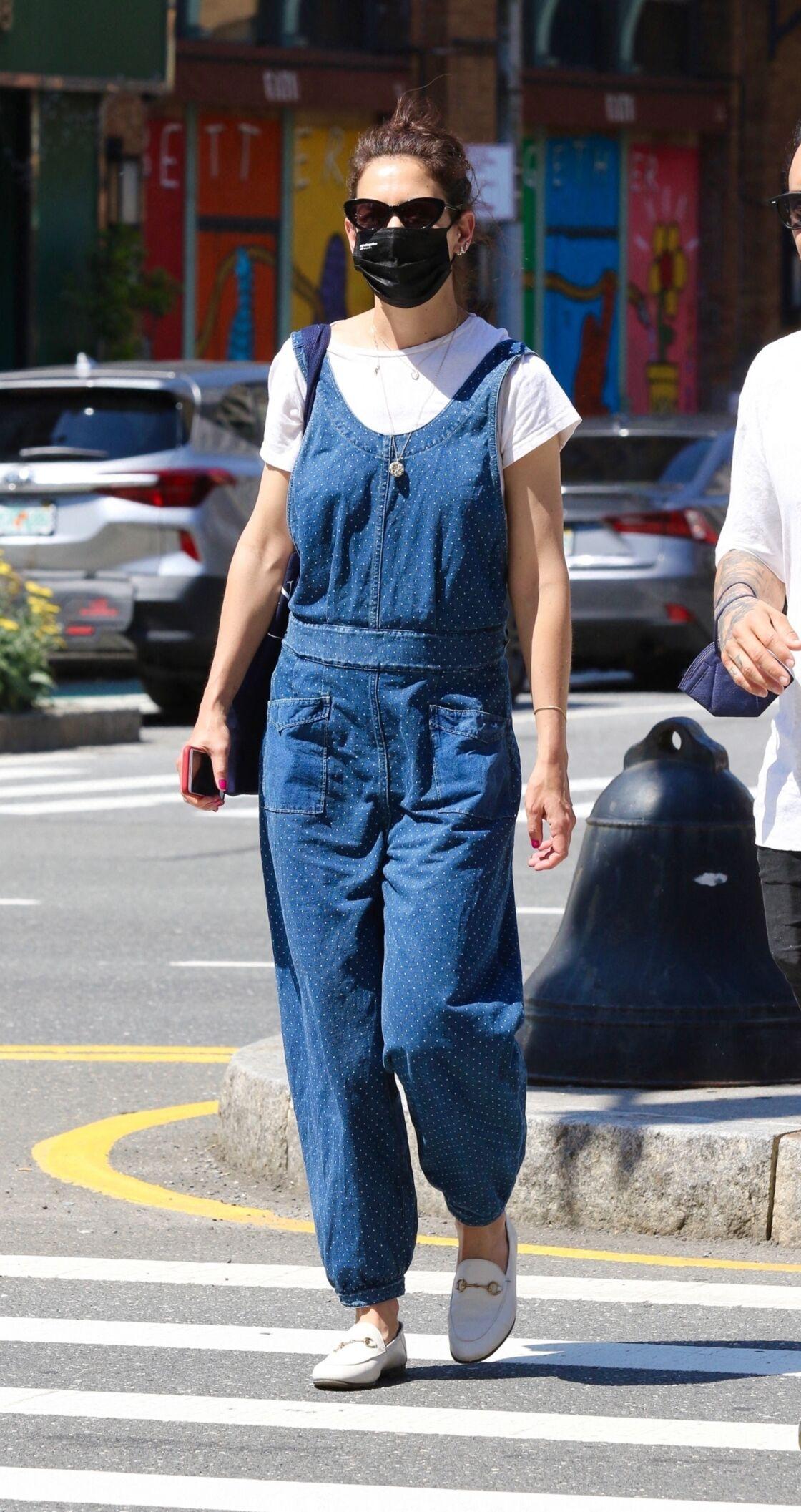Katie Holmes avec ses mocassins blancs fétiches