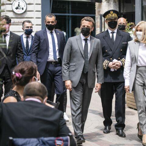 PHOTOS – Brigitte Macron fashionista en veste épaulée et sans manche tendance été 2021