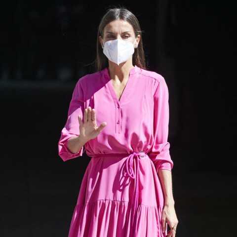PHOTOS – Letizia d'Espagne craque pour une robe rose, la couleur star de l'été 2021