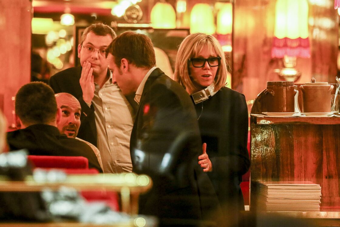 Emmanuel et Brigitte Macron au restaurant La Rotonde, à Paris, le 16 novembre 2016.
