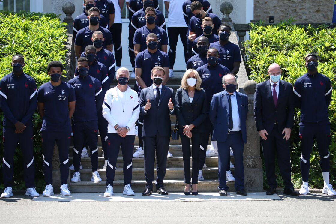 brigitte Macron accorde sa tenue à la couleur des Bleus le 10 juin 2021 à Clairefontaine