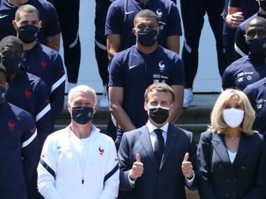 PHOTOS - Brigitte Macron en costume bleu marine et t-shirt blanc pour encourager les Bleus