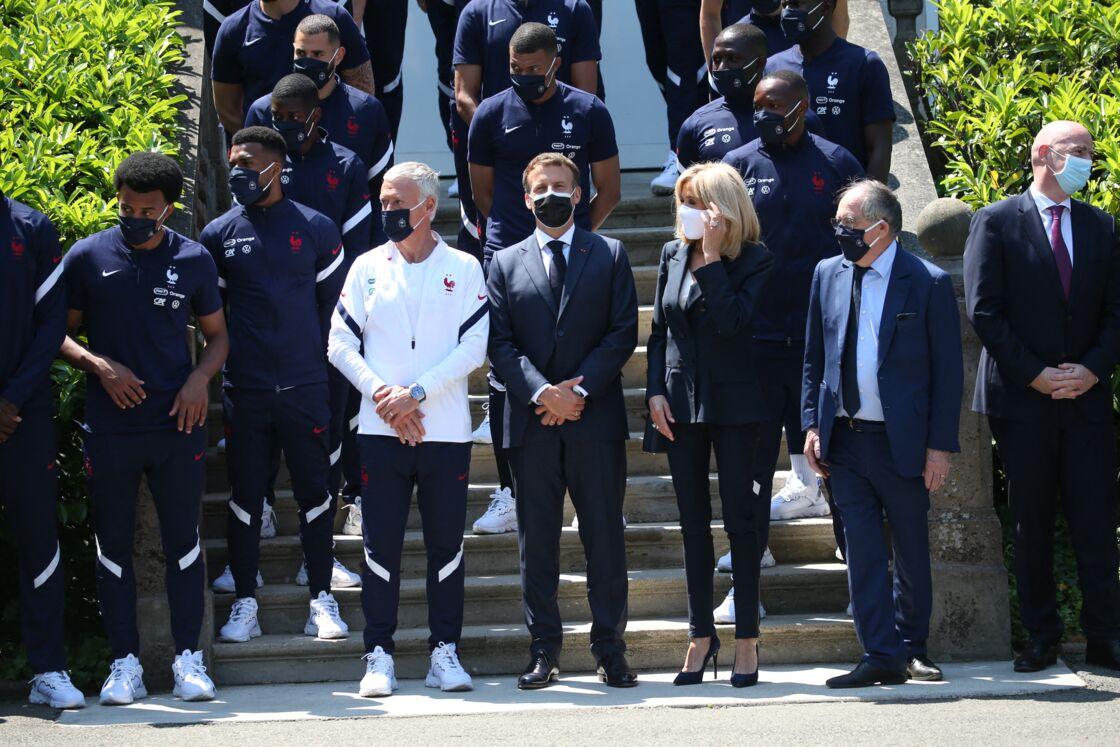 A quelques jours du coup d'envoi du championnat d'Europe de football, le président de la République française, Emmanuel Macron, et sa femme la Première Dame Brigitte Macron rencontrent les joueurs de l'équipe de France à Clairefontaine-en-Yvelines, France, le 10 juin 2021. Noël