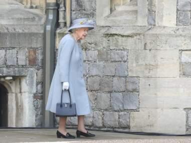 """PHOTOS - Elizabeth II : tête haute pour son 1er anniversaire """"officiel"""" sans le prince Philip"""