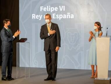 PHOTOS - Felipe d'Espagne récompensé, la fierté de Letizia