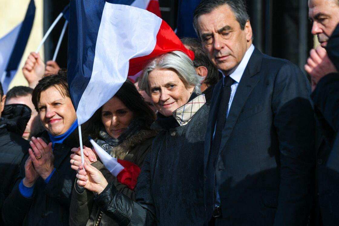 Marie Fillon, la fille des époux Fillon, aux côtés de ses parents le 5 mars 2017 à Paris