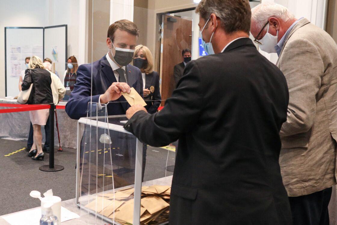 Emmanuel et Brigitte Macron votent au Touquet le 20 juin 2021.