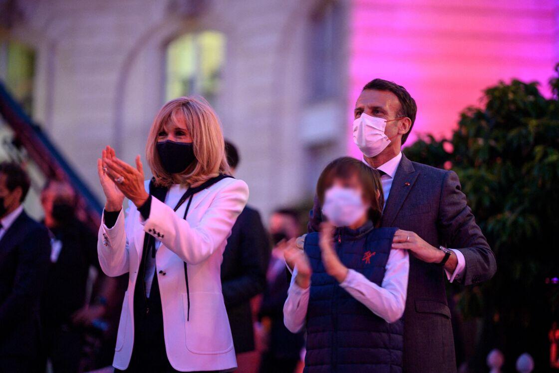 Brigitte Macron en baskets pour la fête de la musique à l'Elysée le 21 juin 2021