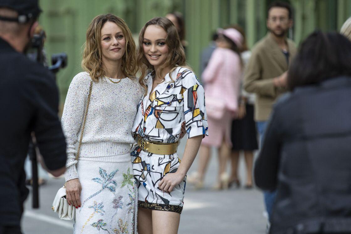 Vanessa Paradis, avec sa fille Lily-Rose Depp, au défilé de mode
