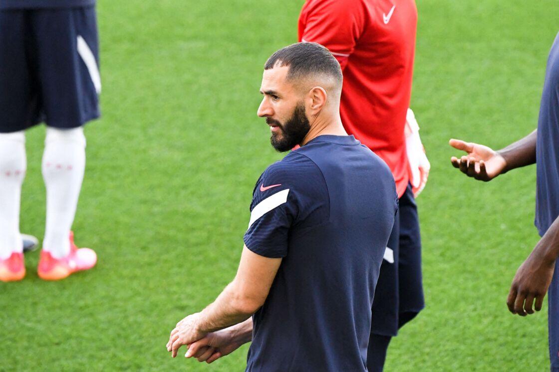 Hormis à l'entraînement, Karim Benzema ne quitte pas son bandage sur les pelouses