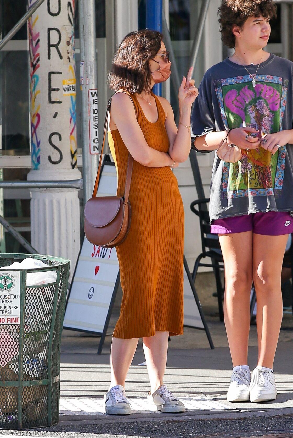 Katie Holmes avec un carré effilé tendance tout neuf pour l'été 2021