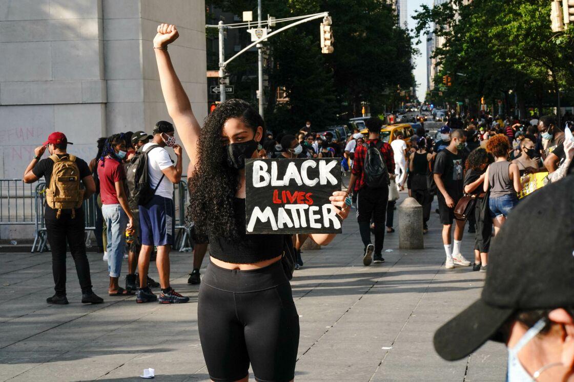 Manifestation à Manhattan, New York, lors du mouvement Black Lives Matter en hommage à George Floyd et contre les violences policières le 6 juin 2020.