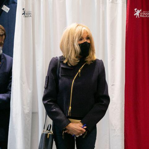PHOTOS – Brigitte Macron stylée pour voter, en veste branchée, jean slim et talons hauts