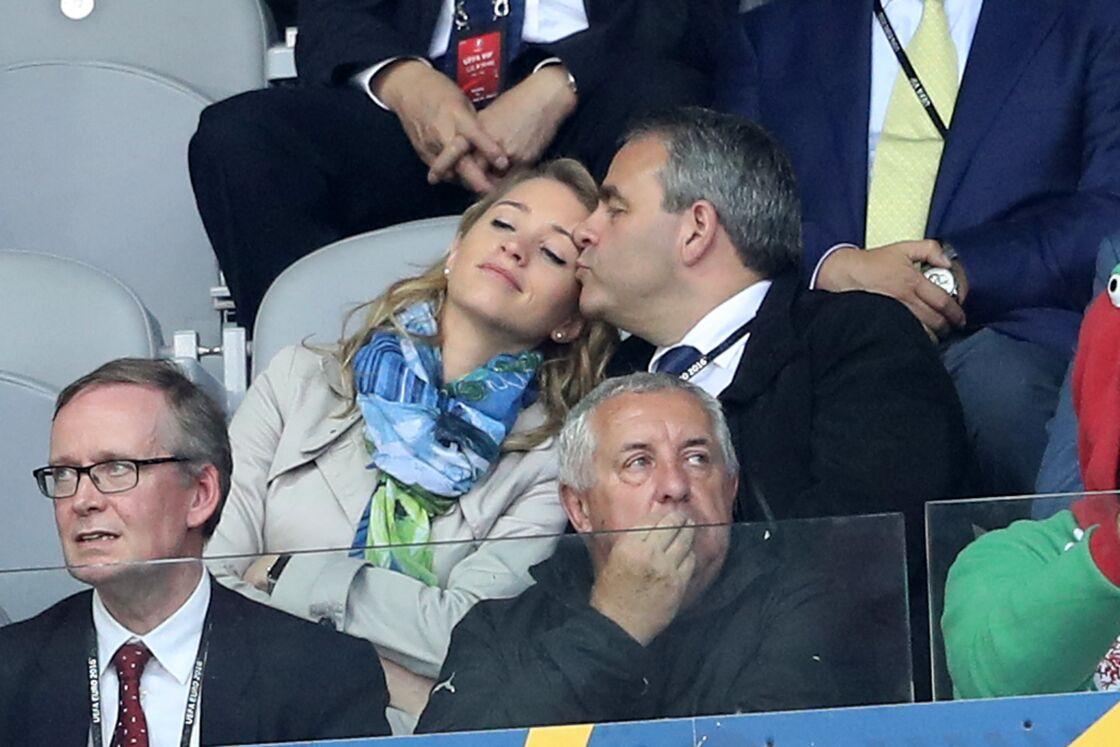 Xavier Bertrand et sa femme Vanessa Williot lors du match de l'Euro Belgique-Pays de Galles, le 1er juillet 2016.