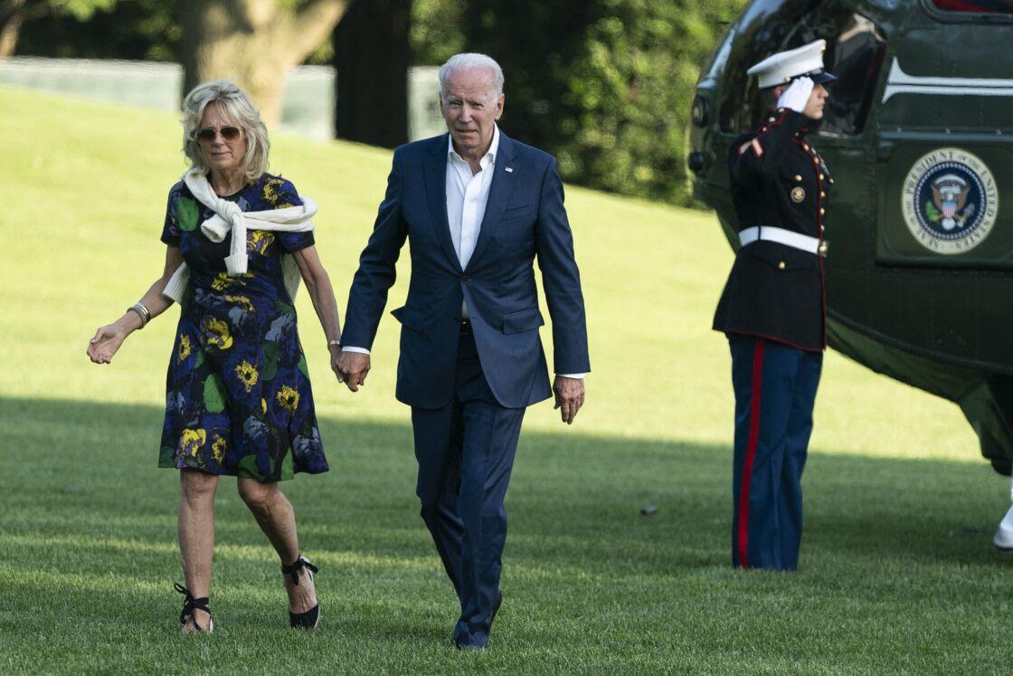 Jill Biden associe sa robe courte à des espadrilles compensées comme Meghan Markle le 27 juin 2021