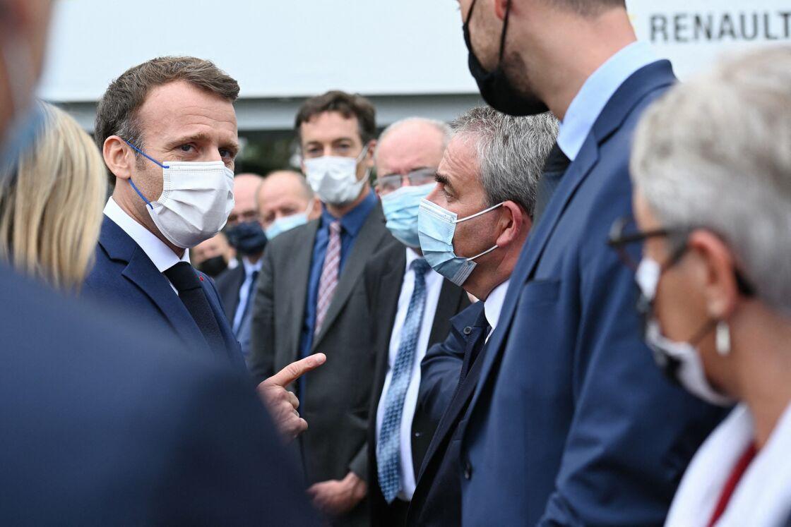 Ce lundi 28 juin 2021, le président de la République Emmanuel Macron s'est rendu sur le site de Renault, à Douai, et en a profité pour saluer Xavier Bertrand.