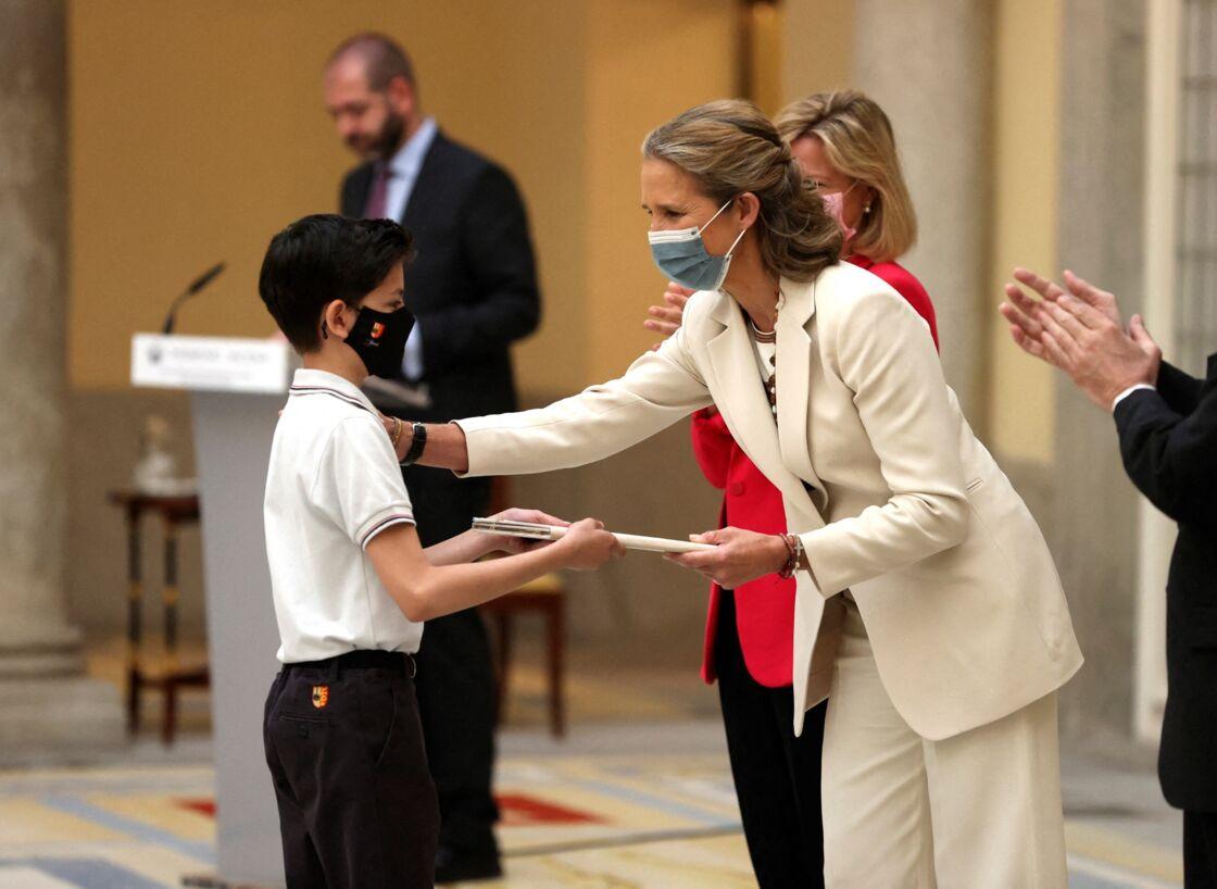 La princesse Elena était mardi 29 juin à la remise de prix du concours de peinture des enfants au Palais royal du Pardo à Madrid.