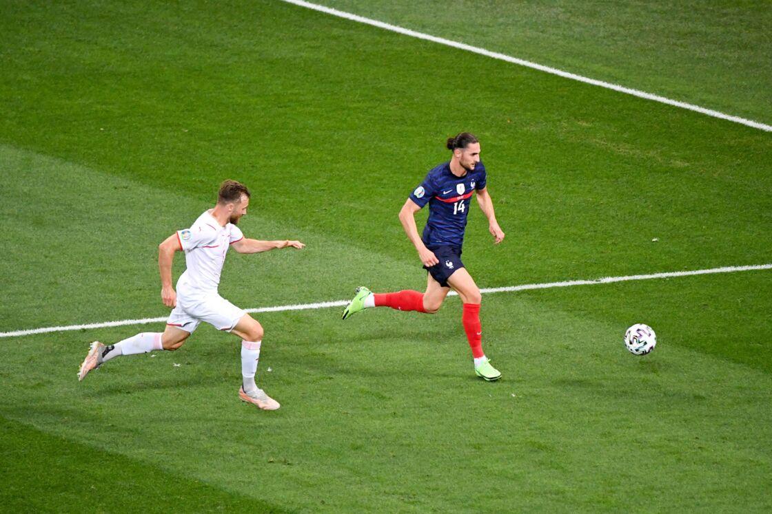 Adrien Rabiot participe au match contre la Suisse, en huitième de final de l'Euro 2021, au stade Arena Nationale, à Bucarest, le lundi 28 juin 2021.