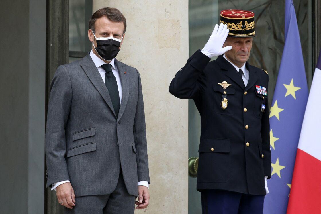 Le président de la République française, Emmanuel Macron reçoit la Première ministre de la République d'Islande pour un entretien au palais de l'Elysée à Paris, France, le 1er juillet 2021.