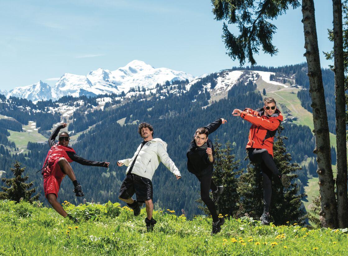 Les quatre danseurs en tenue Moncler